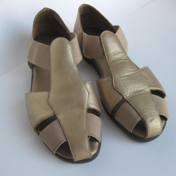 a5f497e12eda9 Vintage 90s metallic gold cage strap sandals